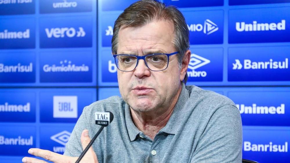 Vice de futebol do Grêmio pede demissão em meio à crise.
