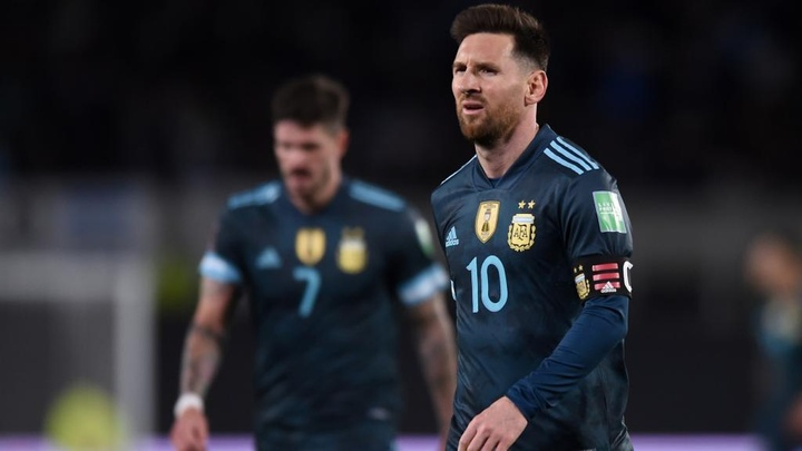 Messi hits out at referee after Argentina beat Peru. Goal