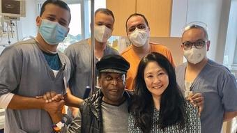 Pelé recebe alta e continuará tratamento de casa. AFP