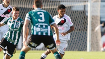 Quem é Riquleme, jovem lateral que vem se destacando pelo Vasco? AFP