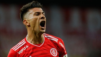 Inter negocia para manter zaga titular. EFE